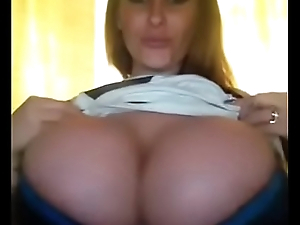 Huge tit milf showing amazing tits