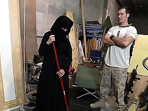 TOUR OF BOOTY - US Gang member Takes A Liking To Sexy Arab Servant