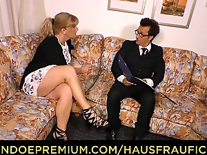 HAUSFRAU FICKEN - German blonde mature wife fucked on couch