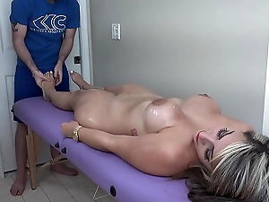 Valentina Jewels gets and erotic knead