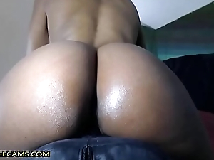 Bubble Butt Ebony Fucks Creamy Squirty Pussy In Close Up
