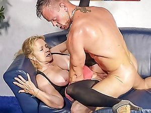 HAUSFRAU FICKEN - Amateur German granny fucks young cock