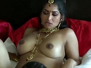 Extremely turned on dark skinned Desi ladies' eats wet pussy of his GF