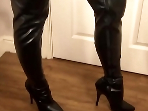 Big Tit Latex Mistress