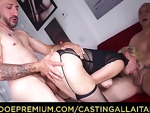 CASTING ALLA ITALIANA - Hot amateur tow-headed Vittoria Dolce butt fucked in trio